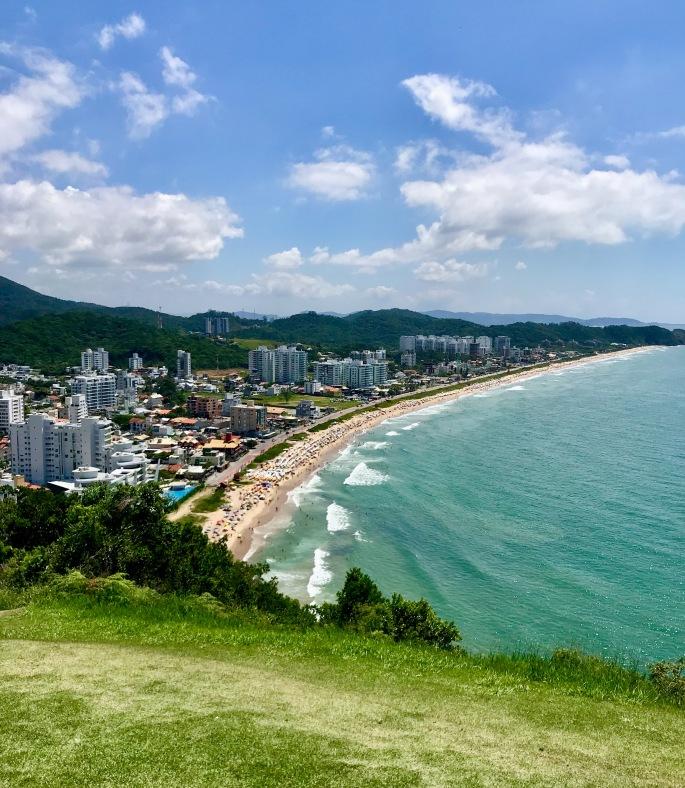 Vista da Praia Brava do alto do Morro do Careca, em Balneário Camboriú