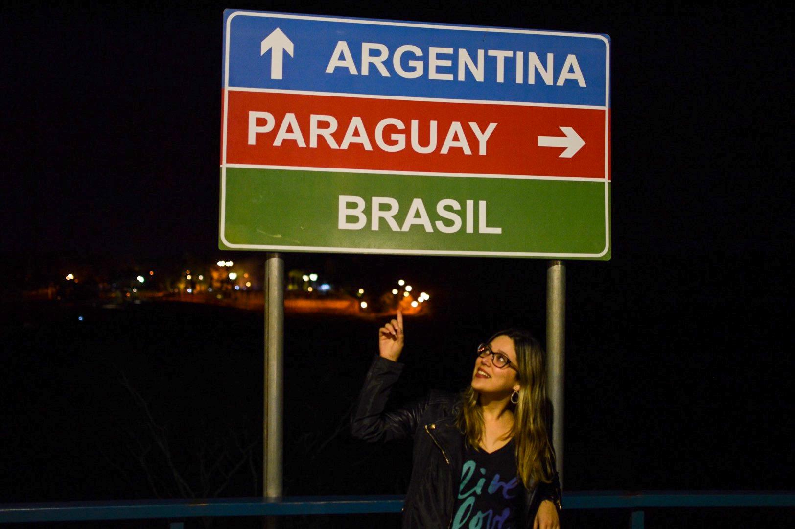 Placa da tríplice fronteira em Foz do Iguaçu