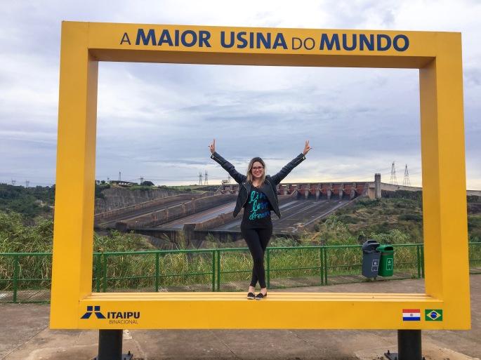 Vertedouro de água de Itaipu